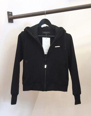 hoodie_black_plate